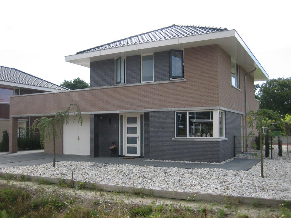 Vrijstaand woninghuis te Almelo