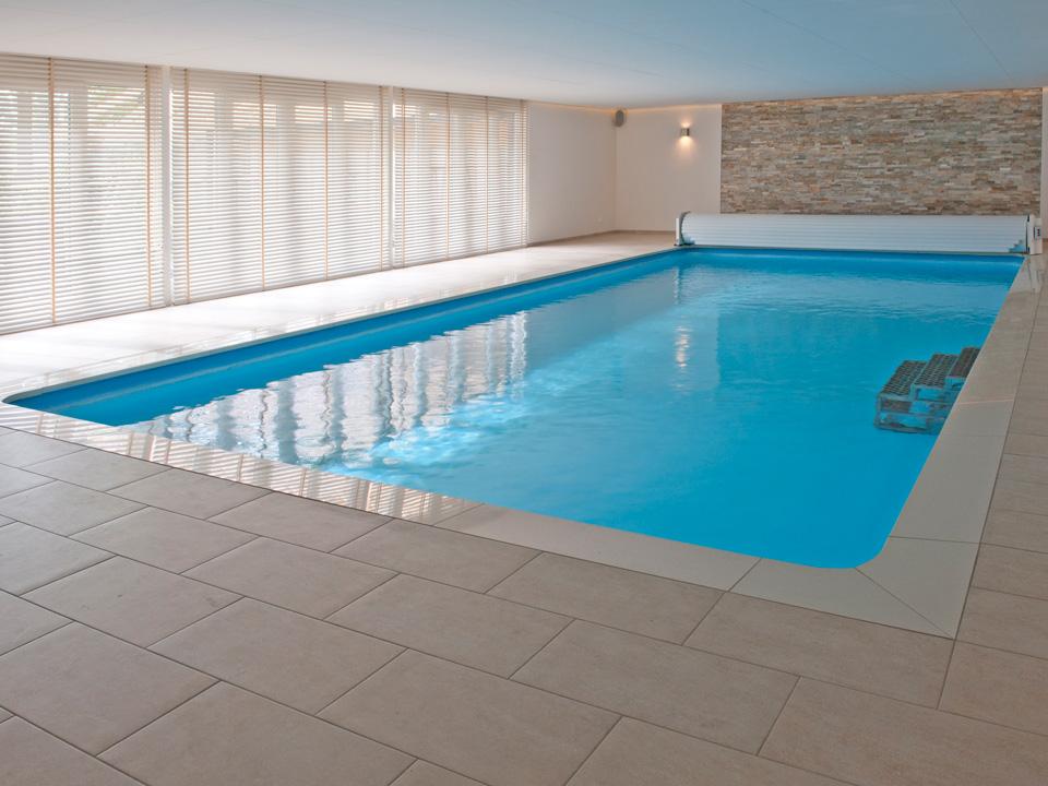 Kosten binnenzwembad halve parasol for Binnenzwembad bouwen